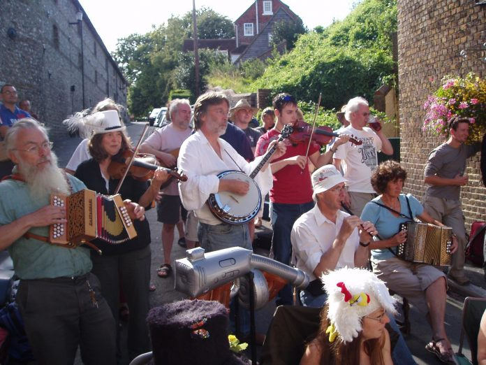 Lewes Favourites Dwyle Flunking band